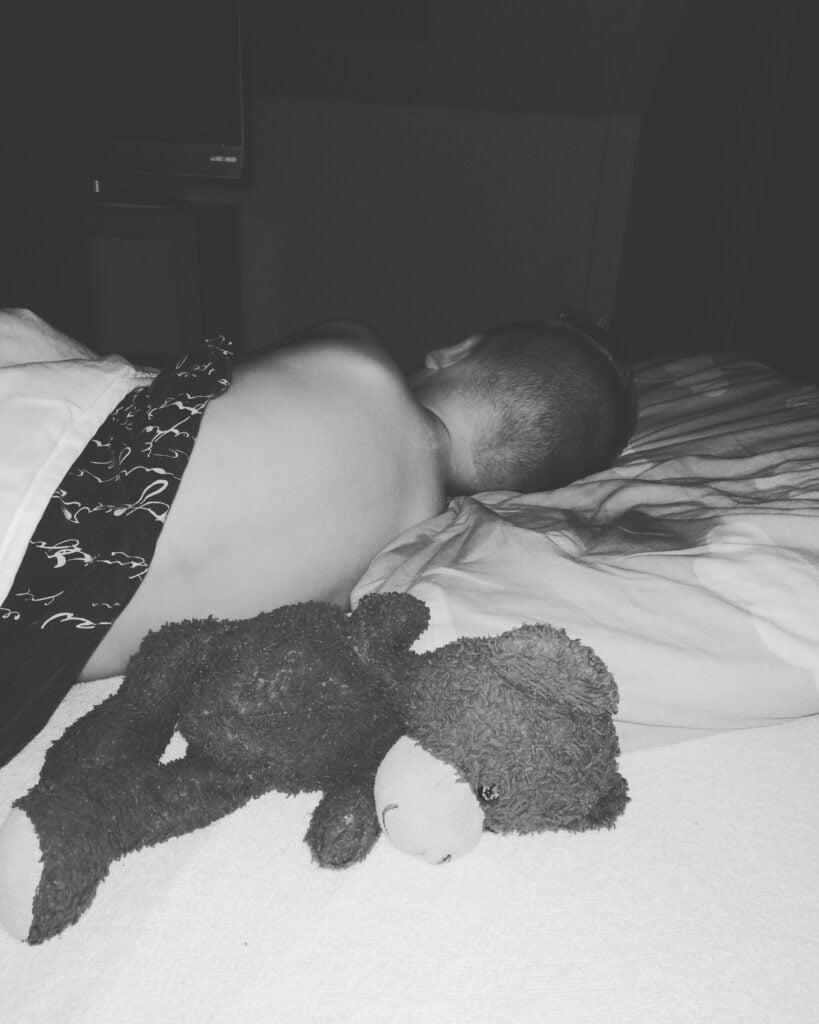 In eigen bed slapen